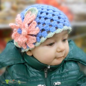 Tutorial per cappellino all'uncinetto con fiore: il punto soffiato