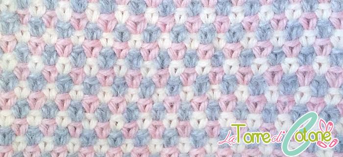 Copertina ai ferri per neonato con il punto tessuto tricolore